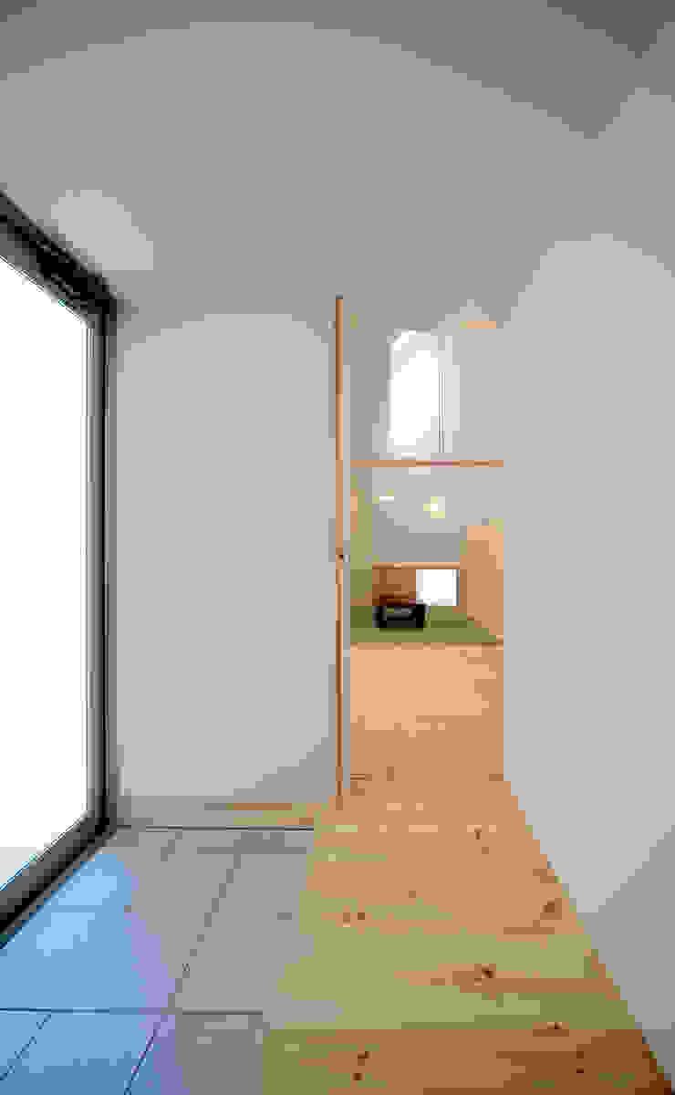 Minimalistischer Flur, Diele & Treppenhaus von 星設計室 Minimalistisch