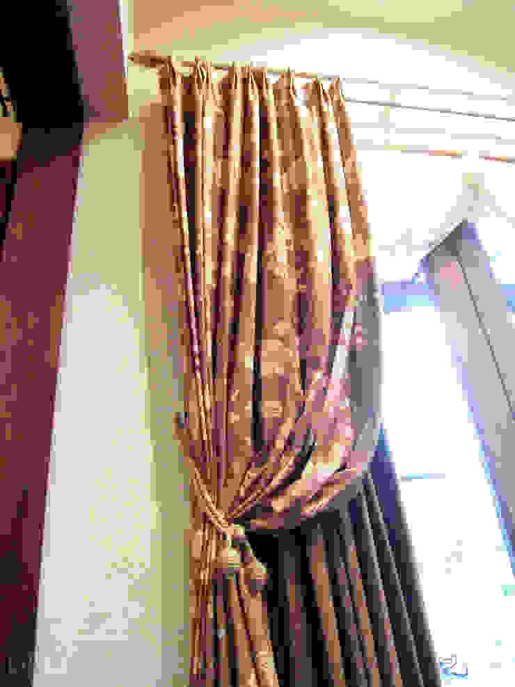 カーテンの三重使い: DECORADOR デコラドールが手掛けた折衷的なです。,オリジナル