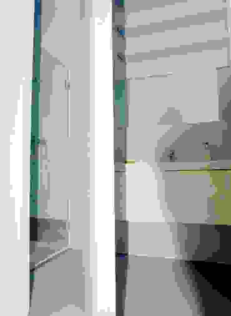 Reabilitação de Prédio Rústico em Carcavelos Casas de banho minimalistas por adoroaminhacasa Minimalista