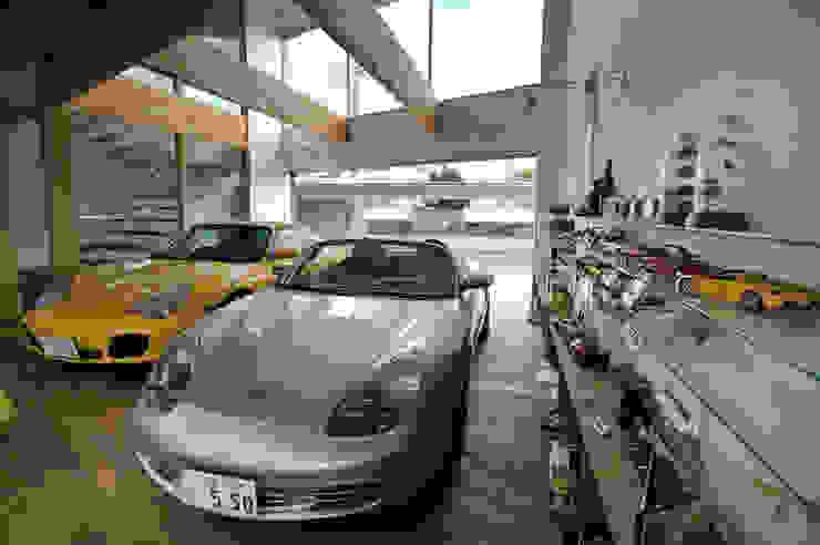 Garagens e edículas  por 株式会社 森本建築事務所 , Moderno