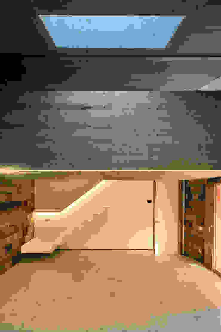 bellafilarquitectes Country style corridor, hallway& stairs