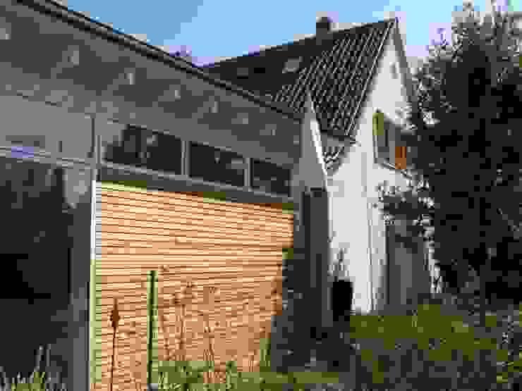 Straßenfassade Anbau / Altbau Moderne Häuser von RiekeGüntscheArchitekten BDA Modern