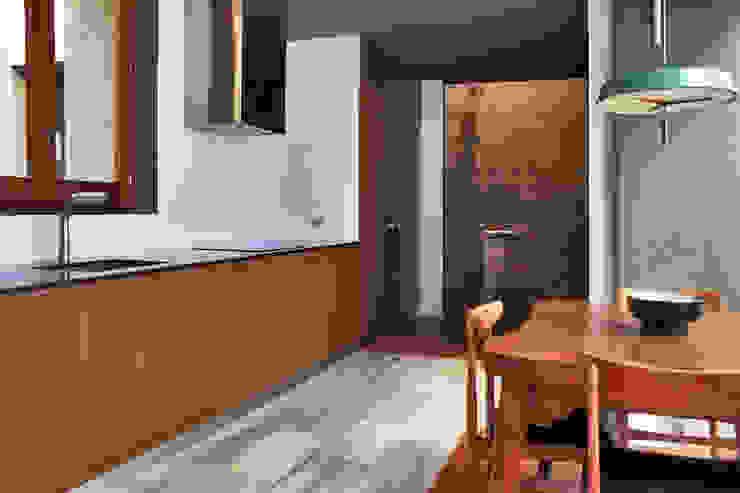 Modern Kitchen by bellafilarquitectes Modern