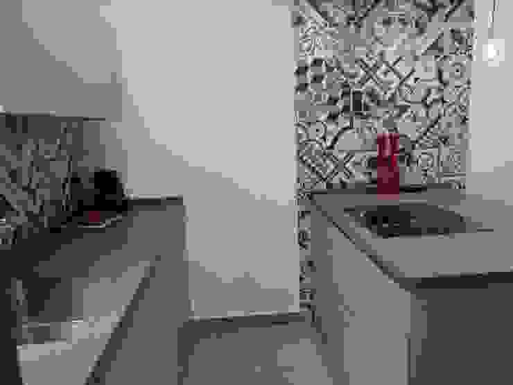 COCINA DE MJ&P. Mobiliario de RENOVA INTERIORS Moderno