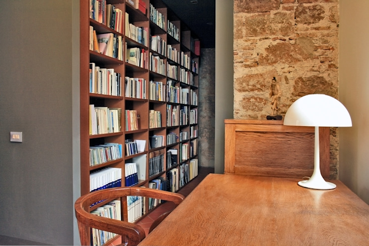 Modern Study Room and Home Office by bellafilarquitectes Modern