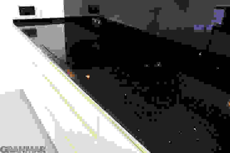 Konglomerat kwarcowy Nero Stardust - GRANMAR Sp. z o. o. Nowoczesna kuchnia od GRANMAR Borowa Góra - granit, marmur, konglomerat kwarcowy Nowoczesny