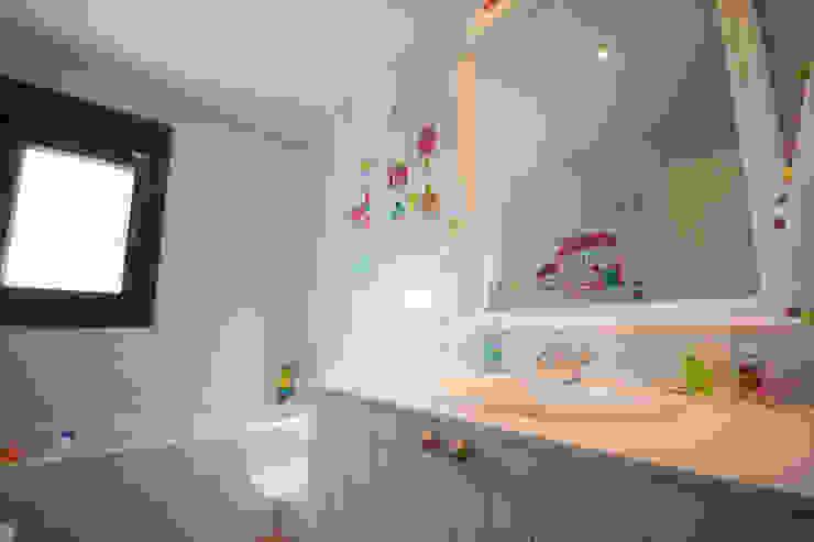 Cuarto de baño infantil Baños de estilo clásico de Canexel Clásico