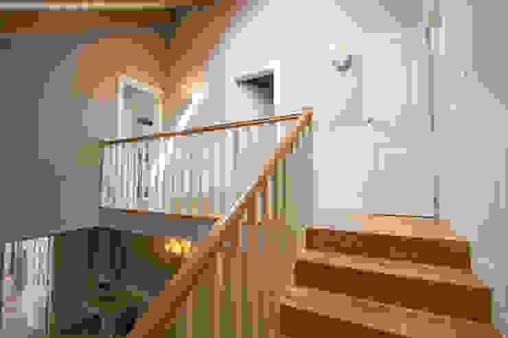 Pasillo y escalera Pasillos, vestíbulos y escaleras de estilo clásico de Canexel Clásico