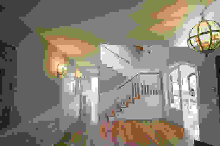 Klassischer Flur, Diele & Treppenhaus von Canexel Klassisch