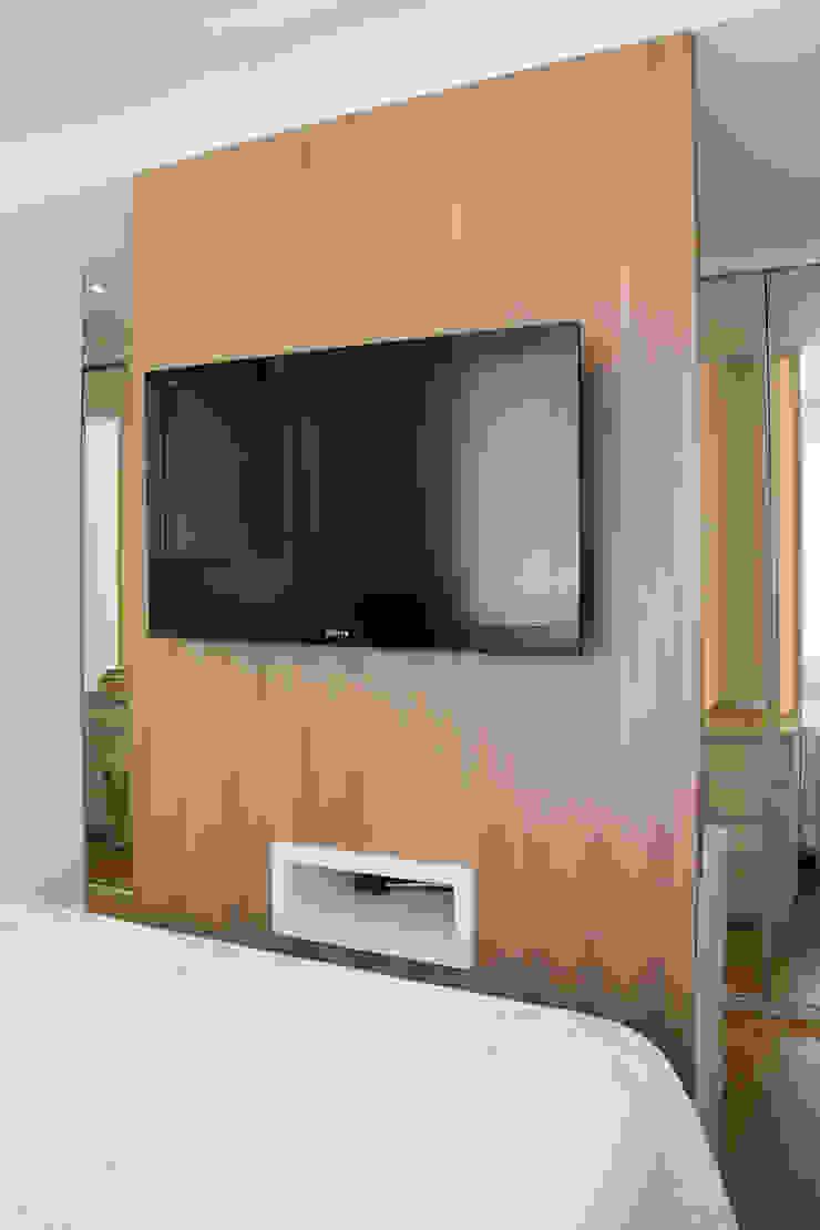 Lindoia Apartment Minimalist bedroom by Bibiana Menegaz - Arquitetura de Atmosfera Minimalist Wood Wood effect