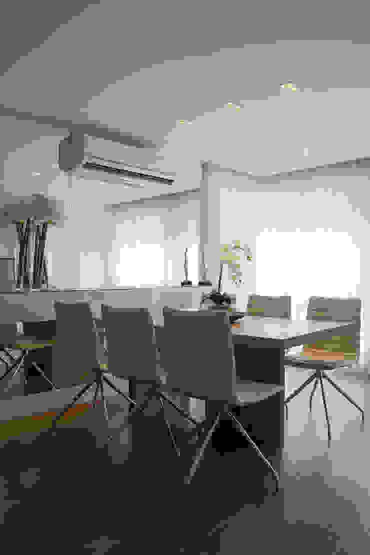 Lindoia Apartment Minimalist dining room by Bibiana Menegaz - Arquitetura de Atmosfera Minimalist