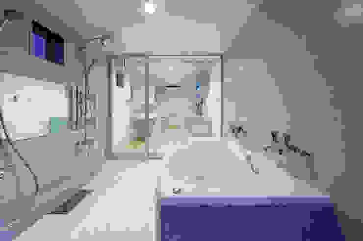 白浜の別荘 モダンスタイルの お風呂 の 一級建築士事務所 増田寿史建築事務所 モダン