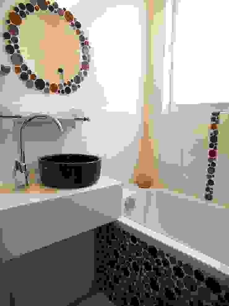 kafle i umywalka Eklektyczna łazienka od dekornia Eklektyczny