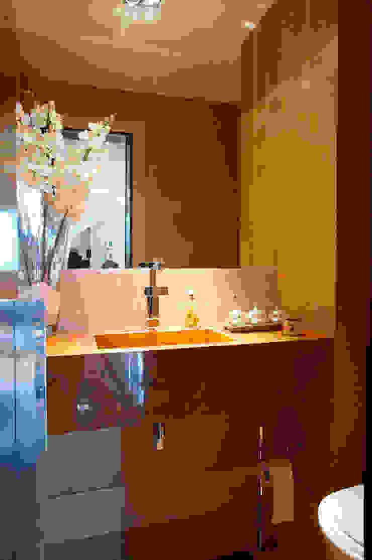 Modern bathroom by Gláucia Britto Modern