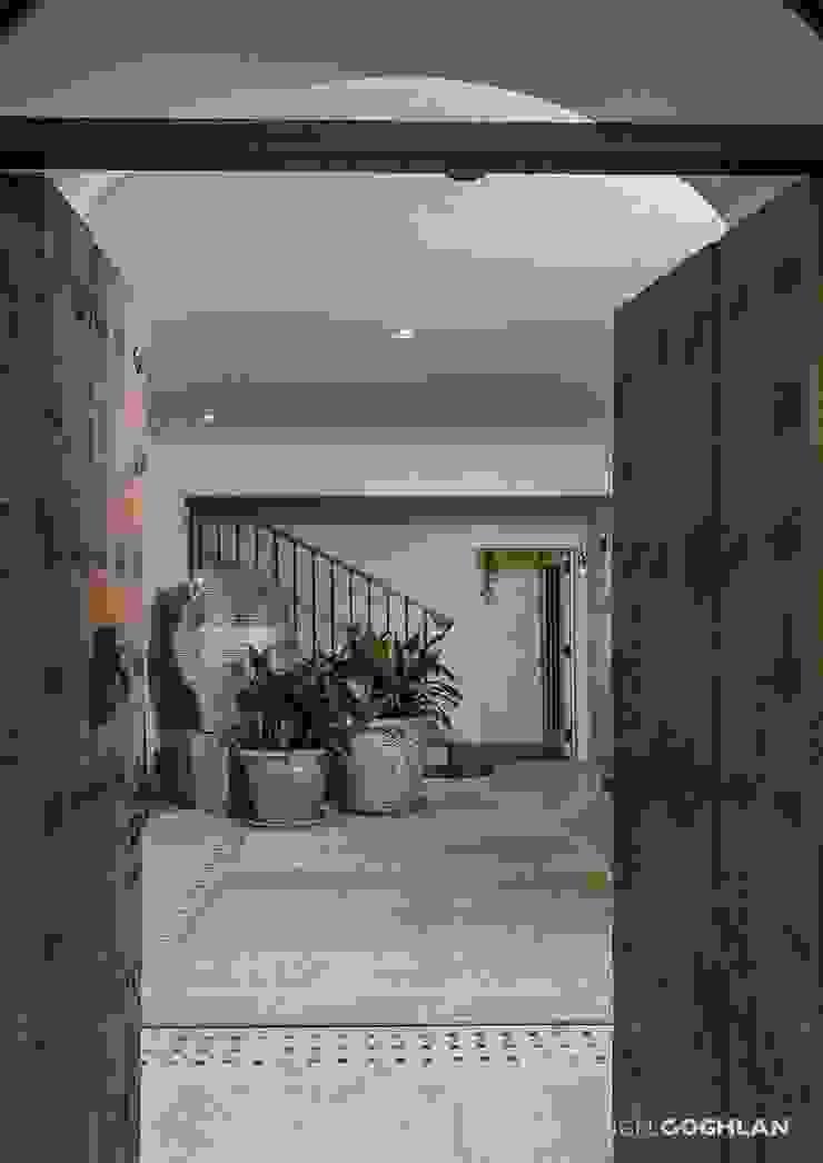 الممر الحديث، المدخل و الدرج من MARIANGEL COGHLAN حداثي