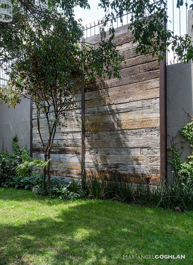 Rustic style garden by MARIANGEL COGHLAN Rustic