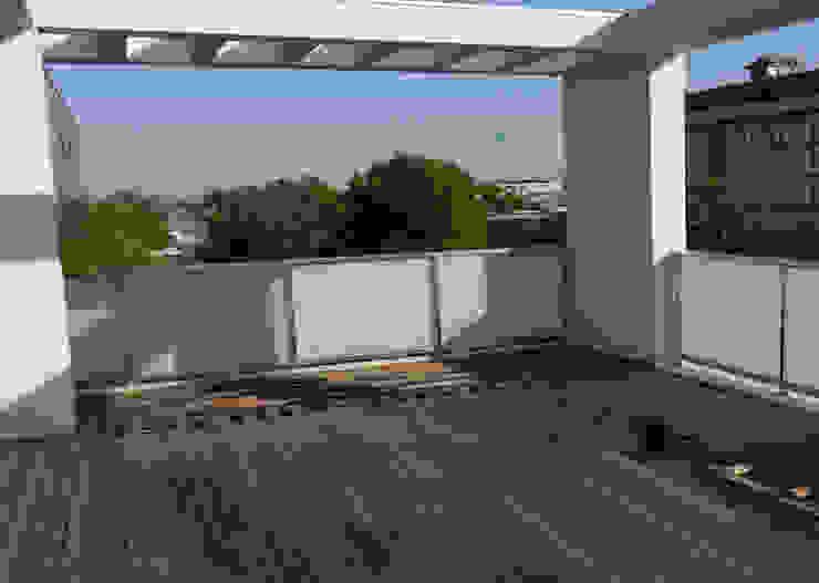 Балкон и терраса в стиле минимализм от ESTERNIDAUTORE Минимализм