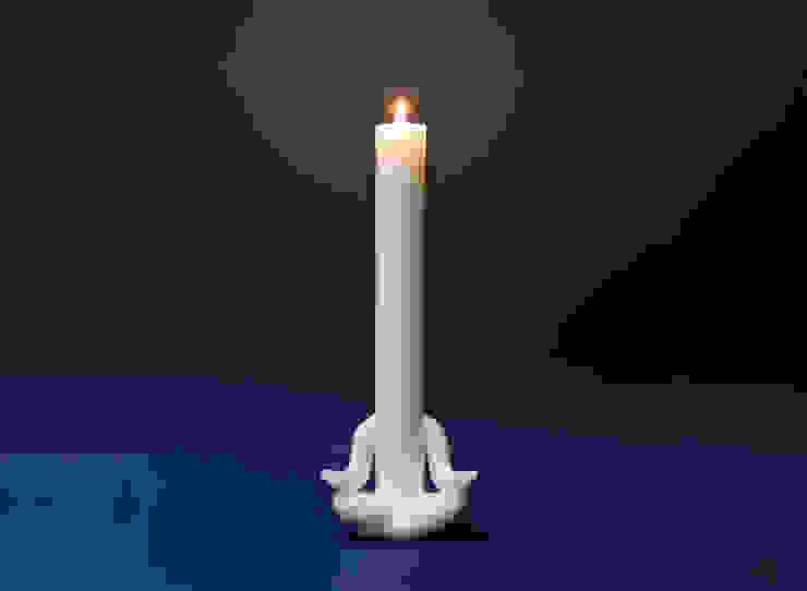 Candle man - meditates: 앤드의  가정 용품