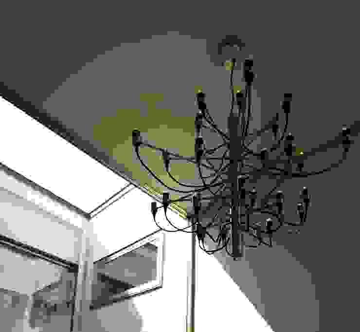 T2-house モダンスタイルの 玄関&廊下&階段 の SO-DESIGN建築設計室 モダン