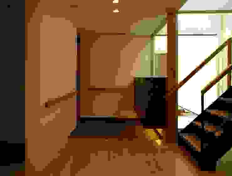 T2-house モダンスタイルの 玄関&廊下&階段 の SO-DESIGN建築設計室 モダン 木 木目調