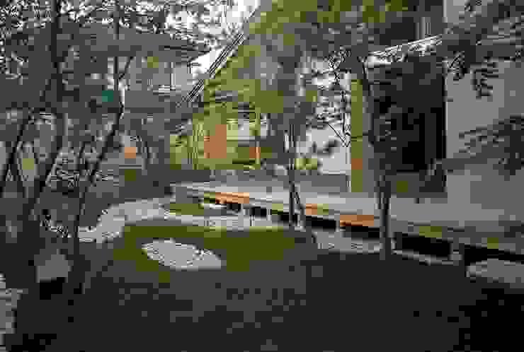 สวน โดย 神谷建築スタジオ,