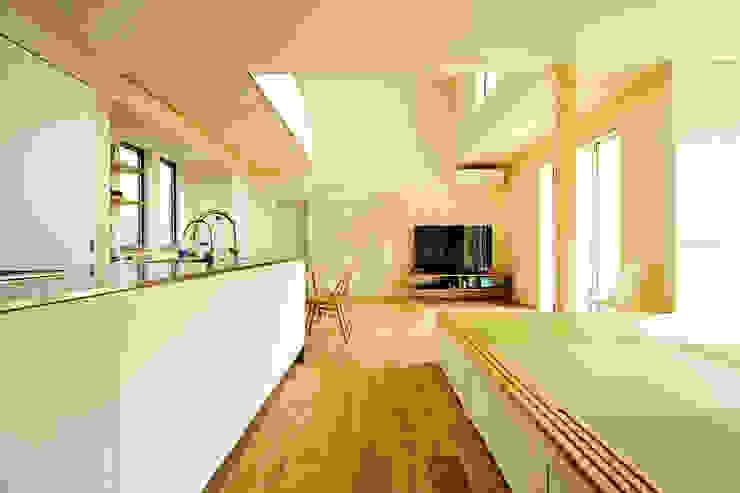 キッチンと小上がりの和室 和風の キッチン の garDEN株式会社 和風