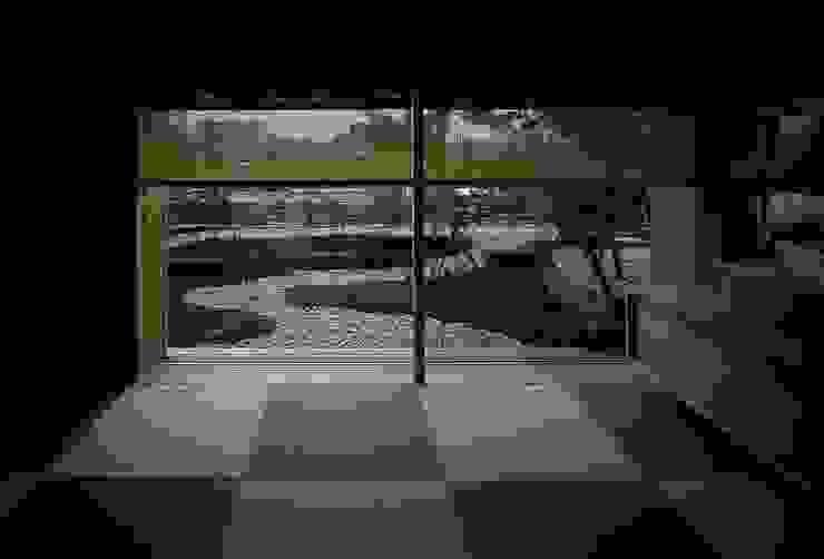 Salones eclécticos de 神谷建築スタジオ Ecléctico