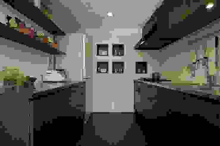 Cozinhas ecléticas por Style is Still Living ,inc. Eclético