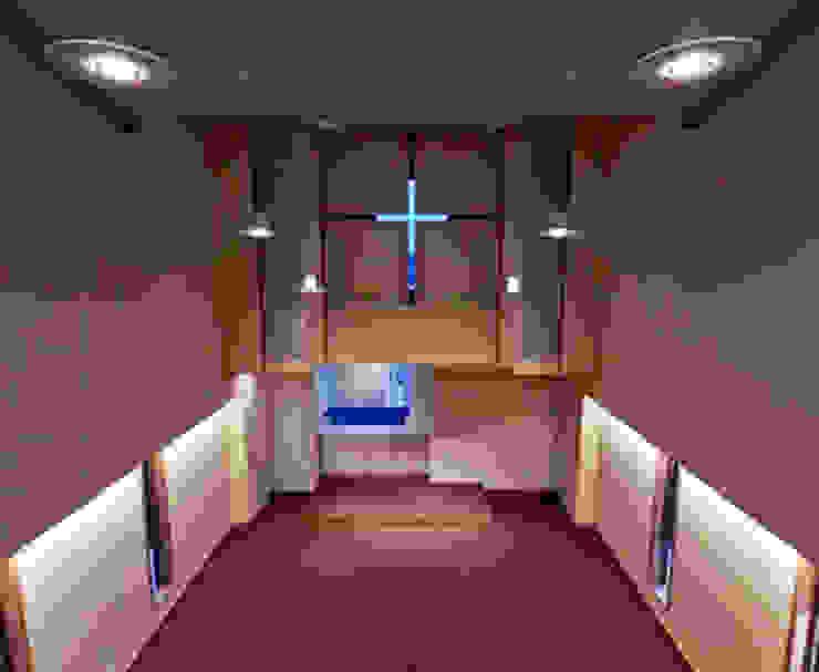 worship room-1: 南俊治建築研究所が手掛けた現代のです。,モダン