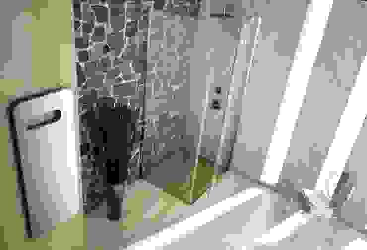 Box doccia design Bagno moderno di SILVERPLAT Moderno