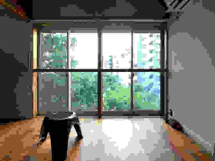 【LWH002】リビングルーム インダストリアルデザインの リビング の 志田建築設計事務所 インダストリアル