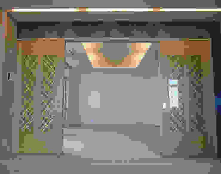 Formal Living: 南俊治建築研究所が手掛けた現代のです。,モダン