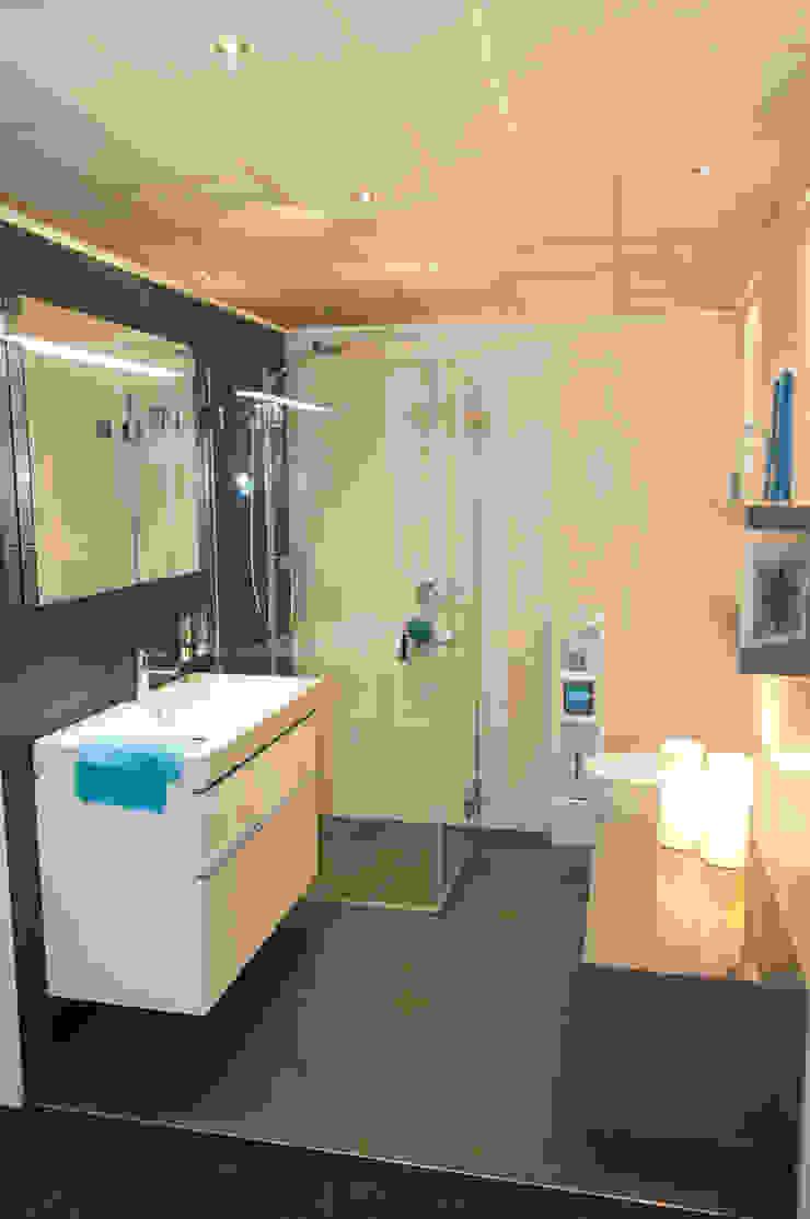 AM Badkamers – showroom Moderne badkamers van AM Badkamers Modern