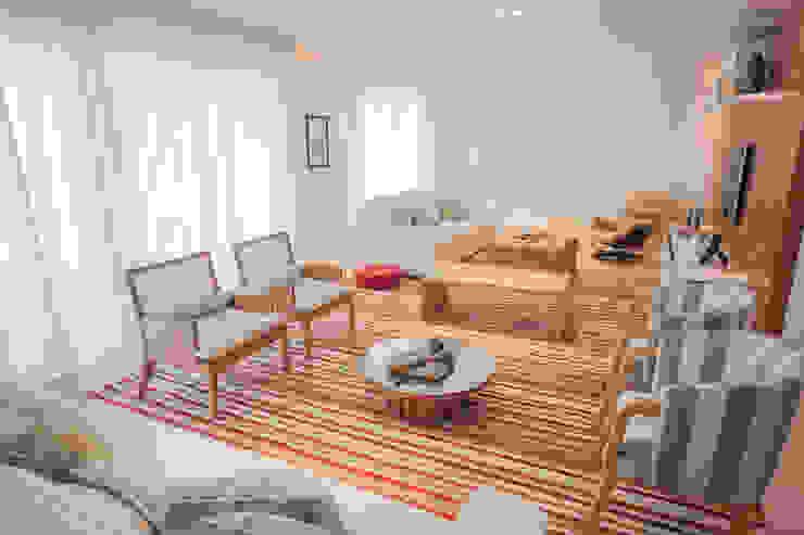 Living room oleh JULIANA MUCHON ARQUITETURA E INTERIORES