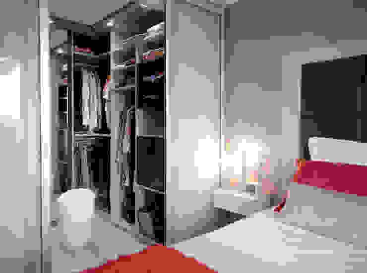 Aménagement et décoration de chambres à Lentilly Dressing moderne par Marion Lanoë Architecte d'Intérieur Moderne
