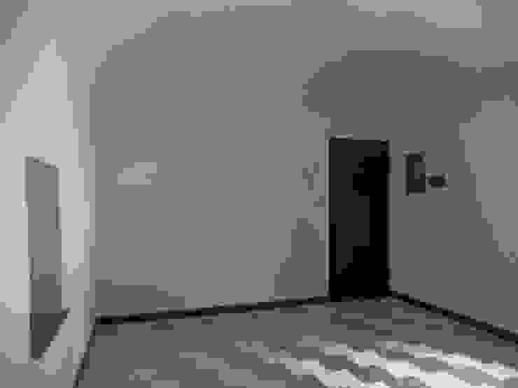 Bilocale di circa mq. 40, ubicato nel centro storico di Finale Ligure (SV) a 100 mt dal mare, ristrutturato ma non arredato di Lella Badano Homestager
