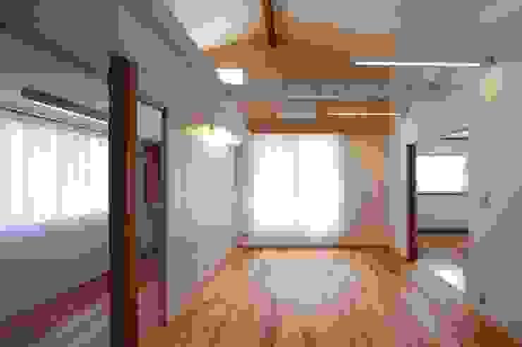 Salas de estar ecléticas por studio juna Eclético