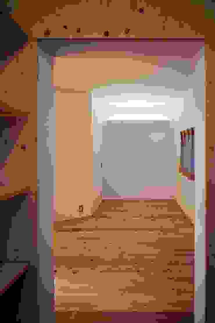 寝室 オリジナルスタイルの 寝室 の studio juna オリジナル