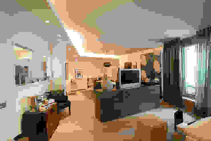Ruang Keluarga Modern Oleh Elke Altenberger Interior Design & Consulting Modern