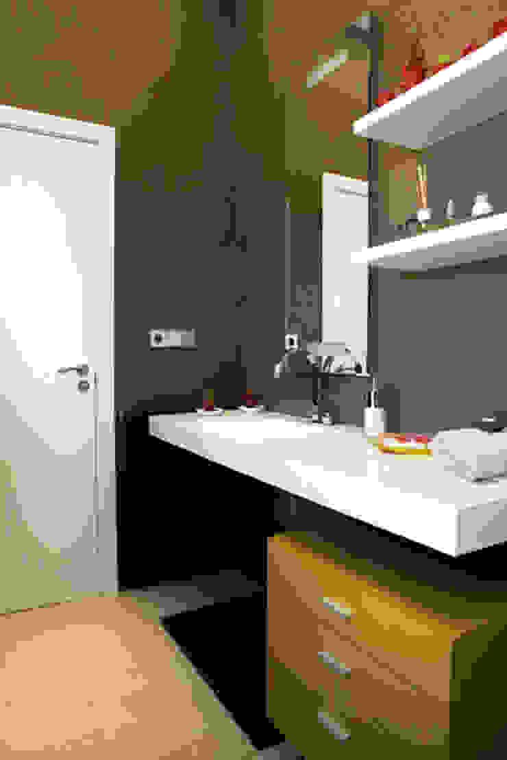 Moderne Badezimmer von SUELOS Y PAREDES SIN OBRAS Modern