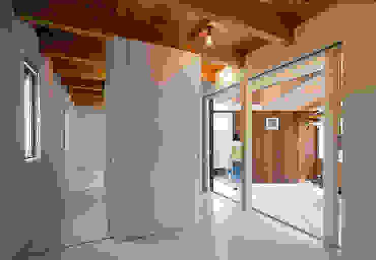 Delta house 水野建築事務所 モダンスタイルの寝室