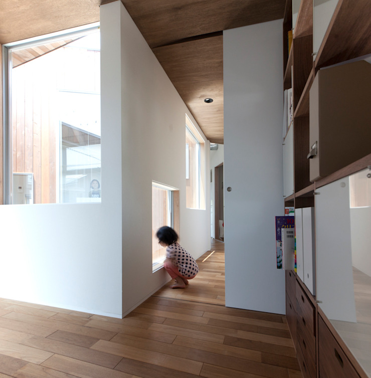 Modern windows & doors by 水野建築事務所 Modern