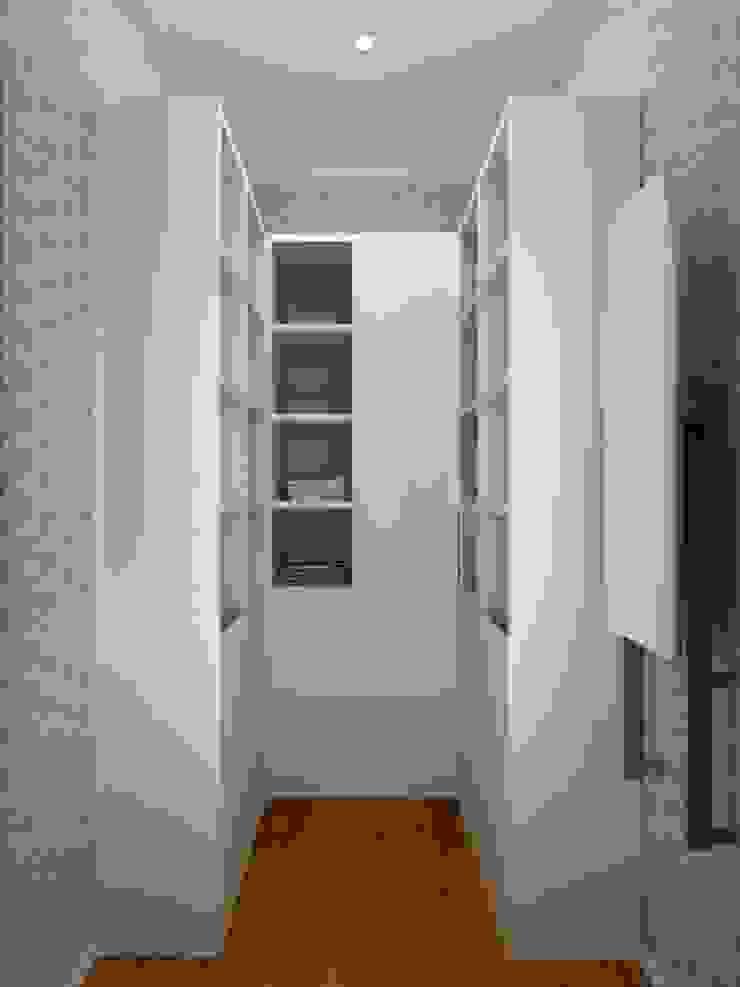 1-но комнатная квартира 61.15m² Гардеробная в стиле модерн от PLANiUM Модерн