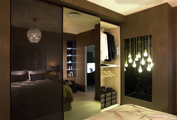 Ultra gloss chocolate bedroom suite من Urban Myth حداثي
