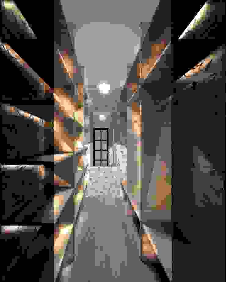3-х комнатная квартира 75.40m² Гардеробная в классическом стиле от PLANiUM Классический