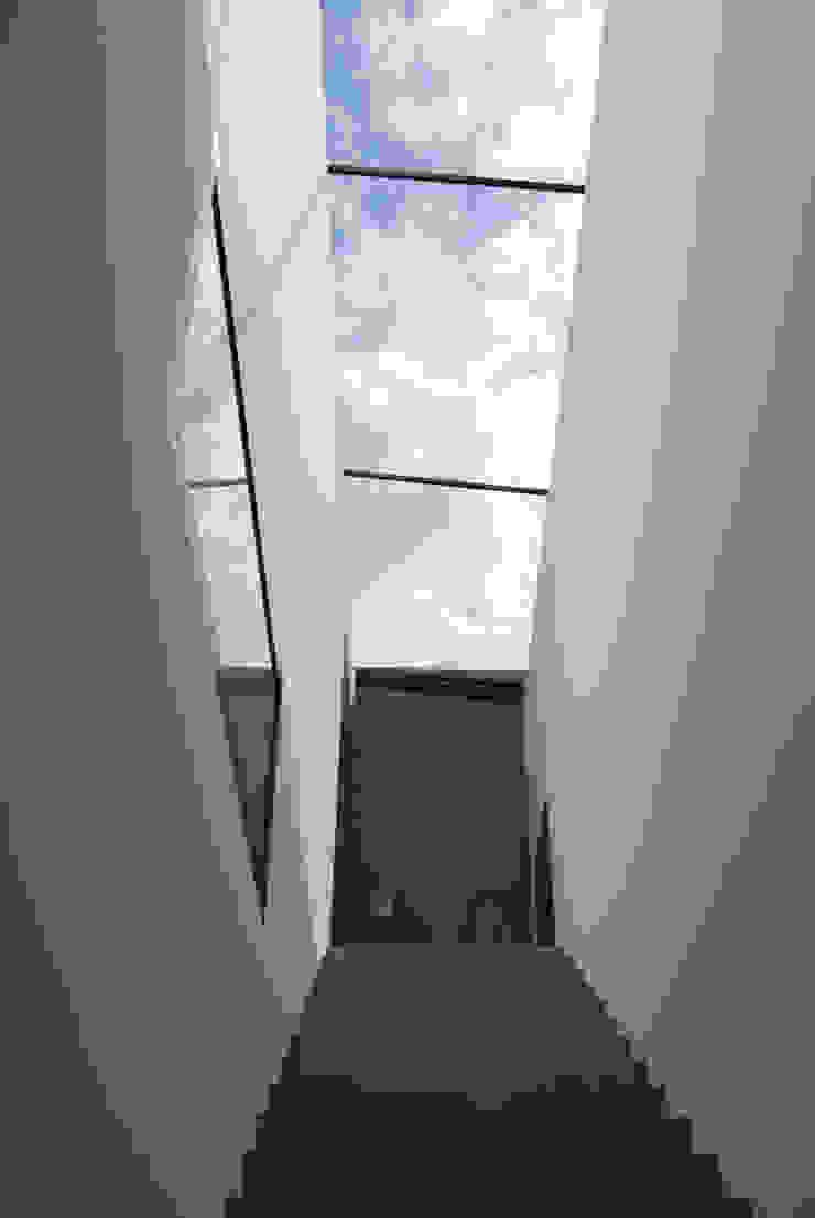 Modern corridor, hallway & stairs by ofenmanufaktur. meisterbetrieb Modern