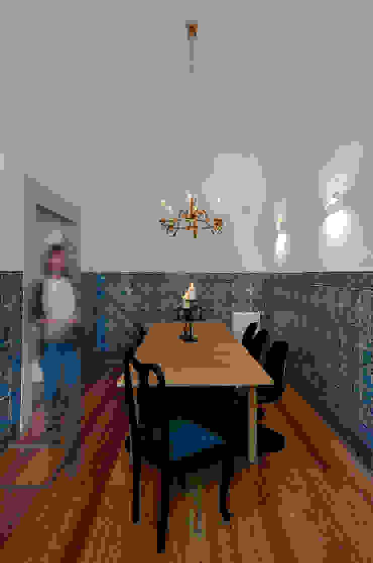 Sala de Jantar Salas de estar clássicas por Staging Factory Clássico