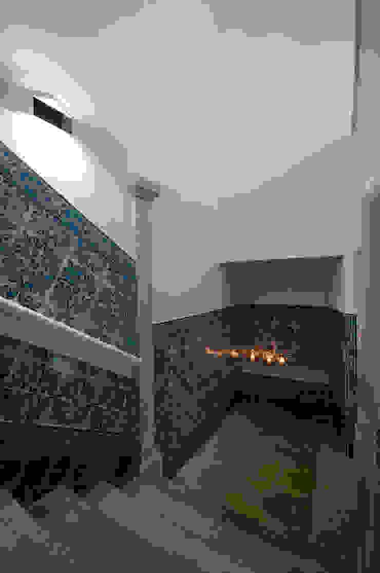 Escadas Corredores, halls e escadas clássicos por Staging Factory Clássico