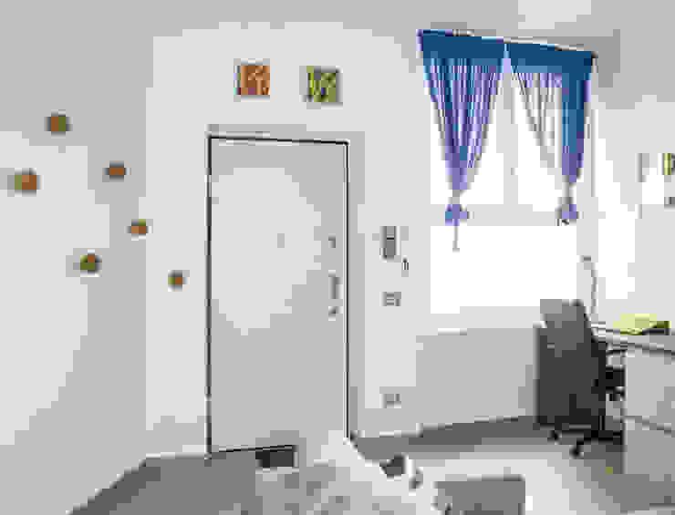 Corridor & hallway by Studio di architettura Miletta