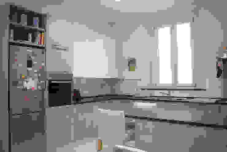 Кухня в стиле модерн от Studio di architettura Miletta Модерн